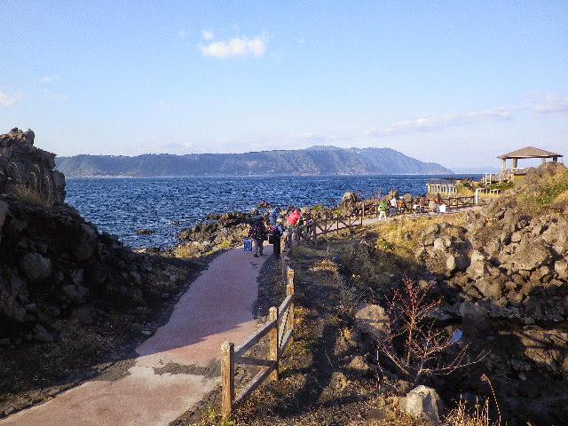 1.溶岩なぎさ遊歩道から
